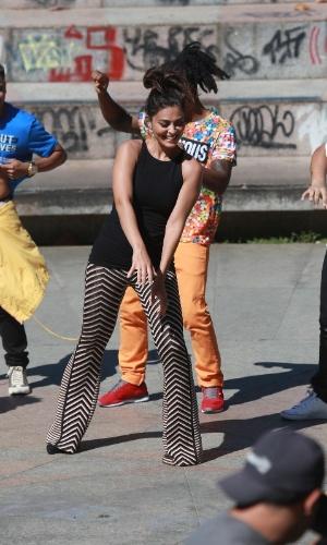 """7.ago.2014 - Juliana Paes se jogou no funk em gravação do """"Estrelas"""" que aconteceu nesta quinta no Rio"""