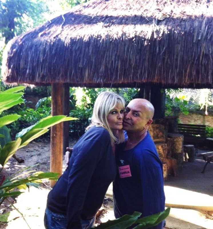 7.ago.2014 - Monique Evans e o amigo Zé Reinaldo
