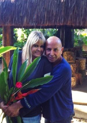 Internada, Monique Evans recebeu a visita do amigo Zé Reinaldo