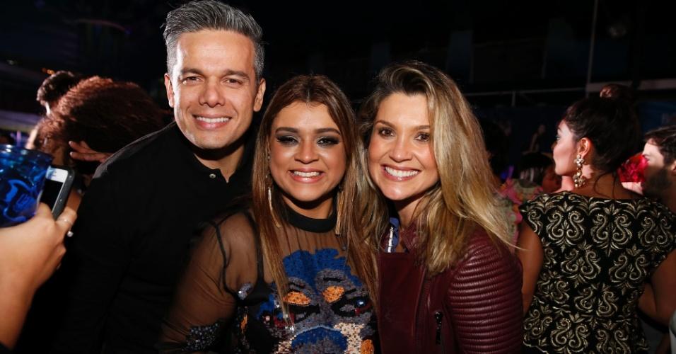06.ago.2014-  Otaviano Costa e Flávia Alessandra posam com Preta Gil na festa de 40 anos da cantora no Rio