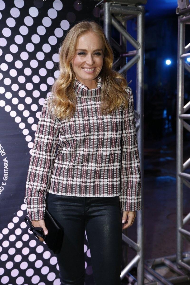 7.ago.2014 - A apresentadora Angélica vai ao aniversário de 40 anos da cantora Preta Gil no baile