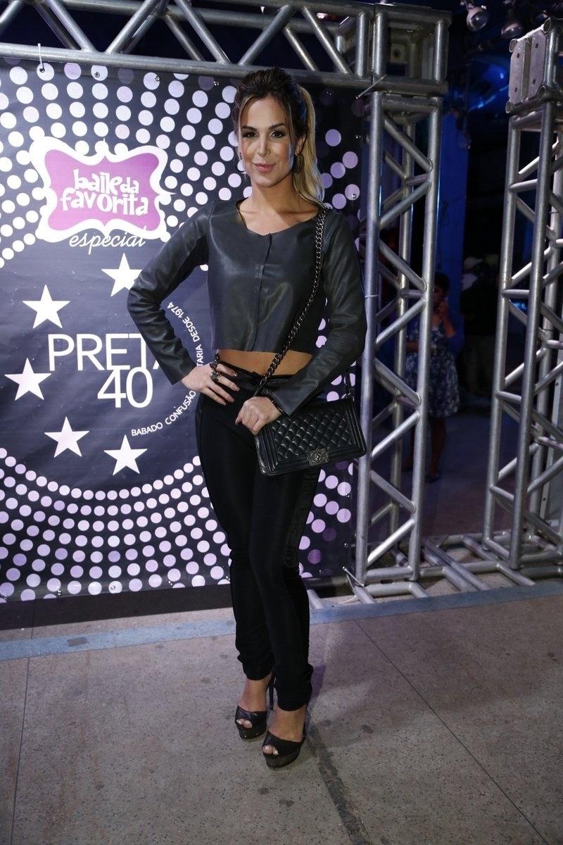 7.ago.2014 - A atriz Robertha Portella chega à comemoração do aniversário de 40 anos da cantora Preta Gil no baile
