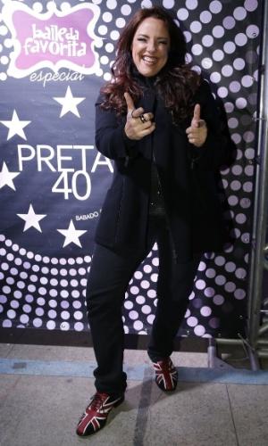 """7.ago.2014 - A cantora Ana Carolina se diverte no aniversário de 40 anos da cantora Preta Gil no baile """"A Favorita"""", na quadra da Rocinha, no Rio de Janeiro, nesta quinta-feira"""