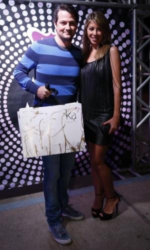 """7.ago.2014 - Marcelo Serrado e a mulher, Roberta Fernandes, prestigiam o aniversário de 40 anos da cantora Preta Gil no baile """"A Favorita"""", na quadra da Rocinha, no Rio de Janeiro, nesta quinta-feira"""