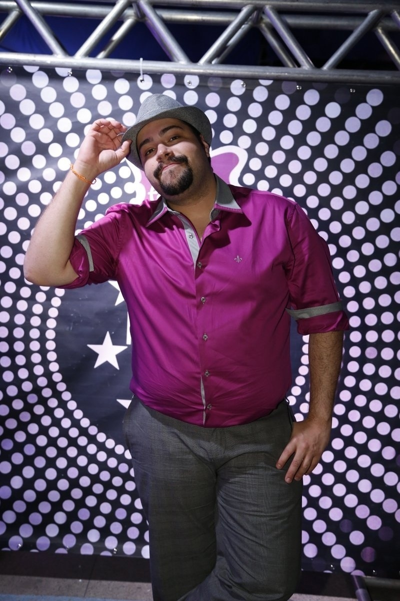 7.ago.2014 - O ator Tiago Abravanel joga seu charme no aniversário de 40 anos da cantora Preta Gil no baile