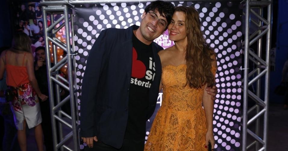 7.ago.2014 - Os atores Bruno de Luca e Carolina Dieckmann chegam juntos ao aniversário de 40 anos da cantora Preta Gil no baile