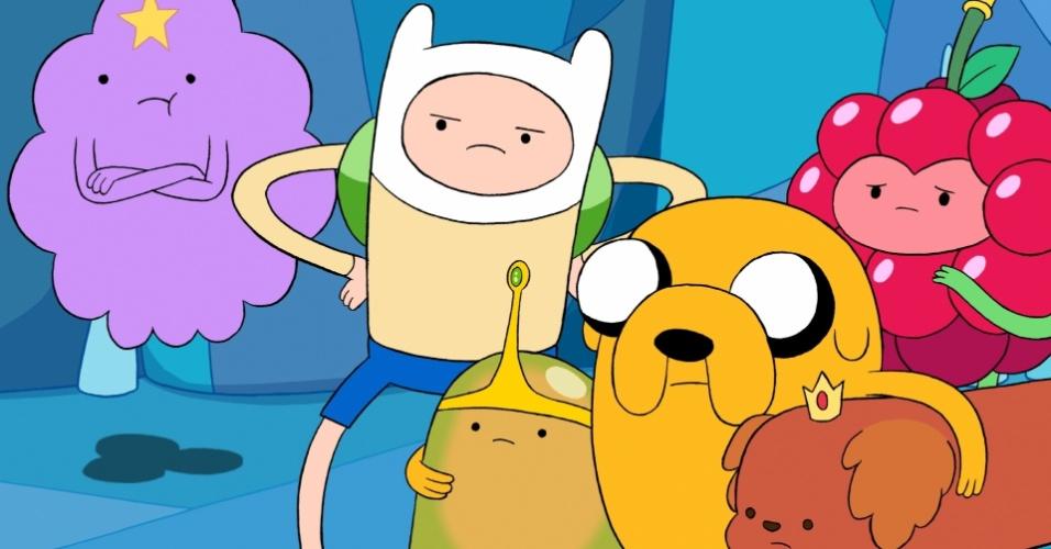 """Em """"Hora de Aventura"""", Finn e Jake ajudam a salvar as princesas Caroço, Geleca, Cachorro Quente e Frutinhas capturadas pelo Rei Gelado"""