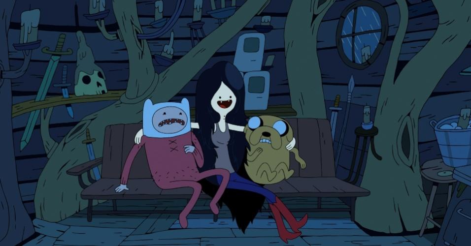 """Em """"Hora de Aventura"""", que chega a sua sexta temporada este ano, Finn e Jake ficam assustados com a vampira Marceline"""