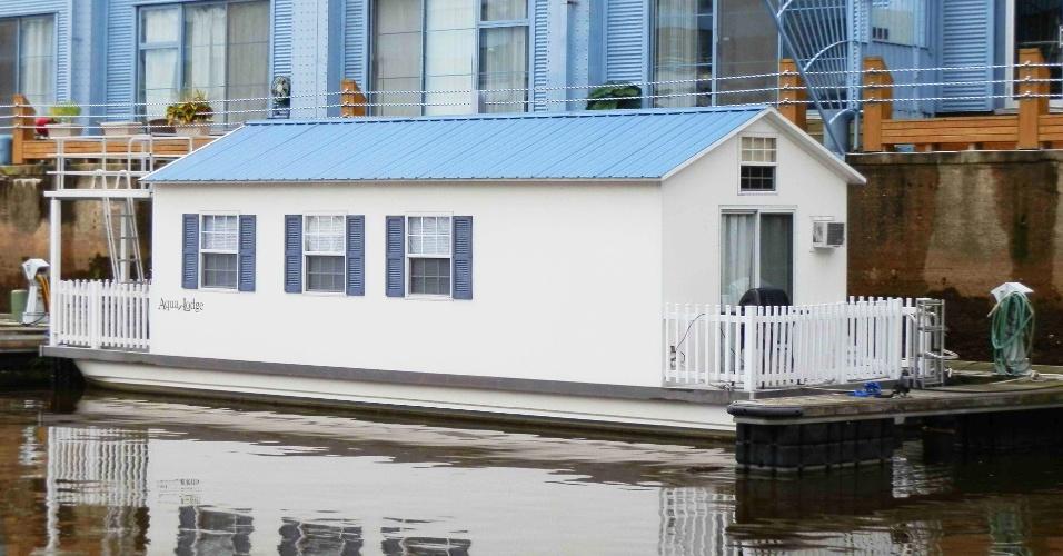 FILADÉLFIA (EUA): A casa flutuante Pisces está localizada na Filadélfia, uma das cidades mais vibrantes da costa leste dos Estados Unidos. O local tem dois quartos e um deque onde é possível tomar sol