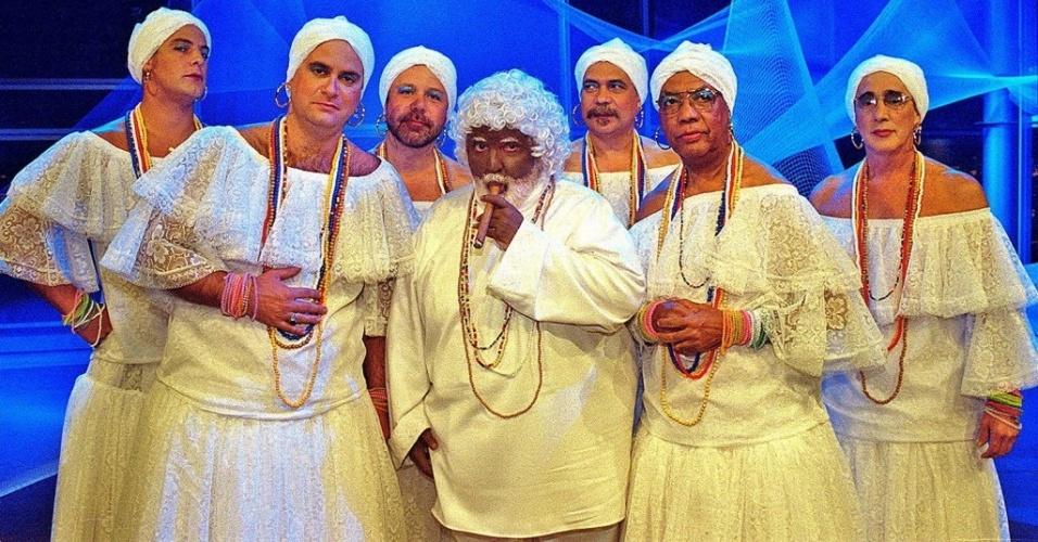 Jô Soares caracterizado como Preto Velho, junto aos membros do sexteto vestidos de baianas, durante gravação da vinheta do endereço eletrônico do