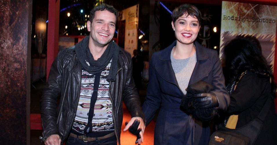 8.ago.2014 - Daniel de Oliveira e Sophie Charlotte chegam juntos à abertura do 42° Festival de Cinema de Gramado, no Rio Grande do Sul, na noite desta sexta-feira