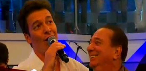 A convite de Sabrina Sato, Raul Gil vai à Record, canta ao lado de Faro e se emociona com homenagem