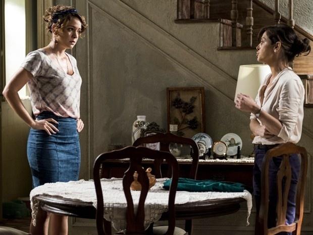 Cristina (Leandra Leal) não gosta de saber que Cora (Drica Moraes) encontrou Maria Marta (Lilia Cabral) na Império das Joias e duvida das intenções da tia