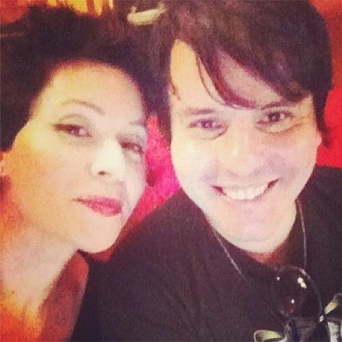 Patrícia Marx postou recentemente uma foto ao lado do músico Luciano. Os dois fizeram parte do grupo Trem da Alegria