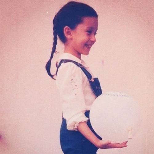 """""""Preciso voltar a ser feliz assim"""", escreveu Patricia Marx ao postar essa foto de quando era criança"""
