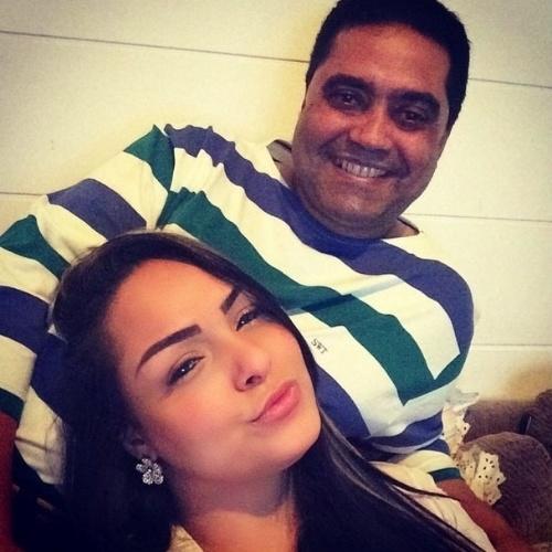 """10.ago.2014 - A funkeria Andressa Soares, a Mulher Melancia, também usou o Instagram para homenagear o pai: """"Ele é meu herói. Pai TE AMO feliz dia dos pais"""", escreveu"""