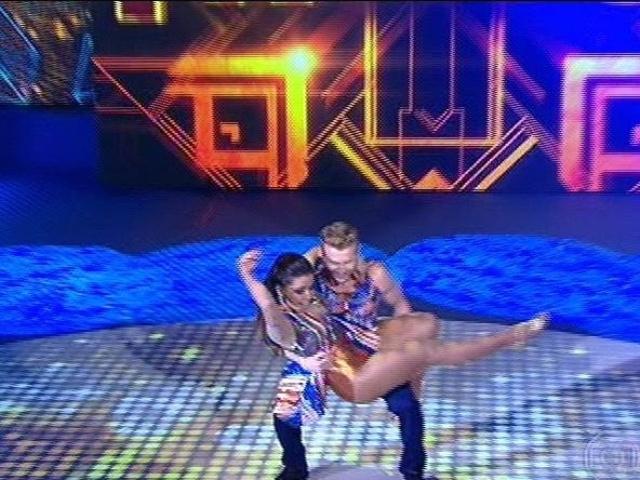 """10.ago.2014 - Ao lado do bailarino Magno Dutra, Anitta estreia no """"Dança dos Famosos"""", no """"Domingão do Faustão"""""""