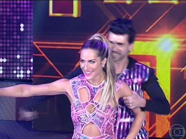 """10.ago.2014 - Giovanna Ewbank estreia no """"Dança dos Famosos"""" com o professor Rogério Mendonça"""