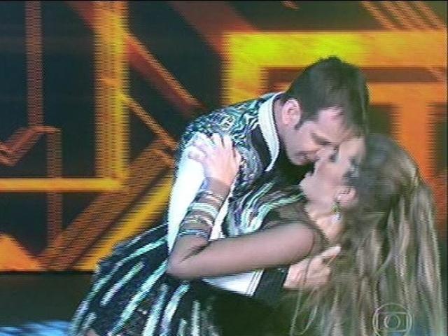 """10.ago.2014 - Juliana Paiva estreia no """"Dança dos Famosos"""" dançando música de Rihanna"""