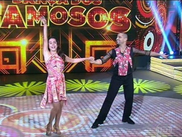 """10.ago.2014 - Lucélia Santos dança com Renato Zóia em sua estreia no quadro """"Dança dos Famosos"""""""