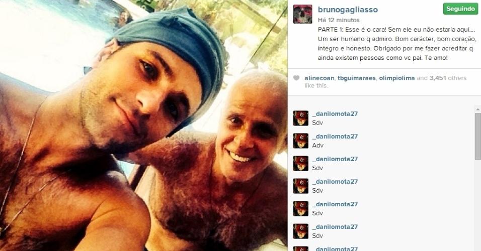 """10.ago.2014 - O ator Bruno Gagliasso posa em foto no Instagram ao lado do pai e diz """"Obrigado por me fazer acreditar q ainda existem pessoas como vc pai"""""""