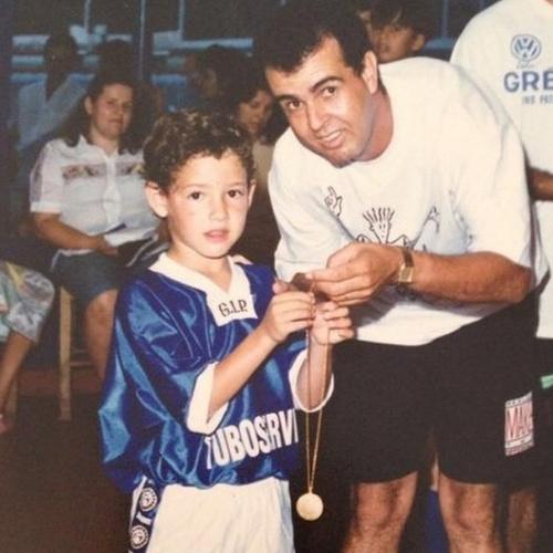 """10.ago.2014 - O jogador Alexandre Pato publica no Instagram uma foto de criança com seu pai e diz """"Obrigado por fazer tudo isso é muito mais. Feliz Dia dos Pais Geraldo!!"""""""
