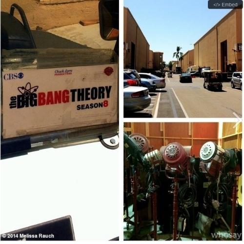 """6.ago.2014 - A atriz Melissa Rauch, a Bernadette de """"Big Bang Theory"""", mostrou os bastidores do início das gravações da oitava temporada da série"""