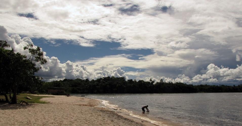 A praia formada pela baixa da lagoa Canaima é um dos principais atrativos do vilarejo