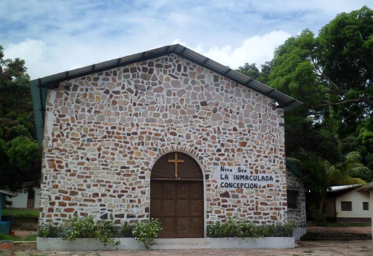 La Inmaculada Concepción é a única igreja do vilarejo de Canaima