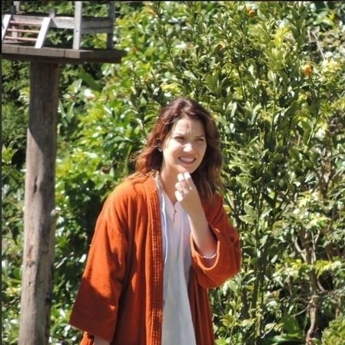 """Nathália Dill será Laura, uma jornalista que sustenta o avô Vicente (Otávio Augusto) e os irmãos Gustavo (Guilherme Leicam) e Beatriz (Raquel Fabbri) em """"Alto Astral"""""""