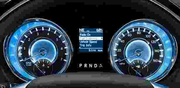 Painel Chrysler 300C 2012 - Divulgação - Divulgação