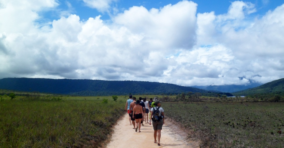 Uma trilha de meia hora é parte do caminho dos visitante ao Paraíso das Cachoeiras