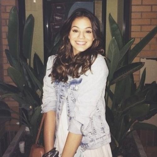 """12.ago.2014- No primeiro dia em Los Angeles, Bruna fez questão de registrar uma foto brincando com a frase de um cartaz: """"Sorria?"""""""