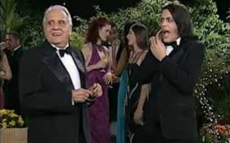 """Quando estrou em 1999, o """"Zorra Total"""" trouxe o personagem Maurição, vivido por Jorge Dória. O pai machista que se esforçava para fazer os amigos acreditarem que seu filho, o gay Alfredinho (Lúcio Mauro Filho), era um exemplo de virilidade"""