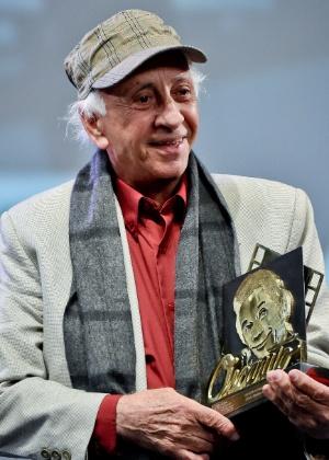 Flávio Migliaccio se emociona ao ser homenageado no Festival de Gramado