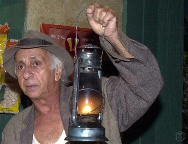 """Em 2000, Flavio Migliaccio participou de """"Arioswaldo e o Lobisomem"""", episódio de """"Brava Gente"""""""