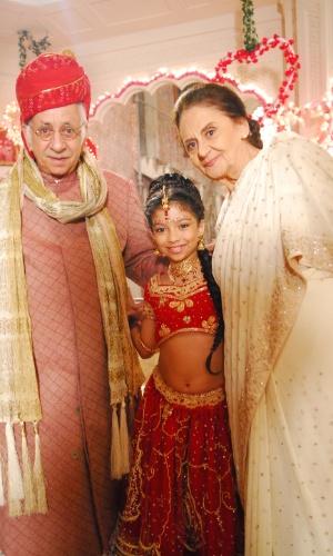 """Em """"Caminho das Índias"""", Flavio Migliaccio viveu Karan. Na foto com Karina Ferrari e Laura Cardoso"""