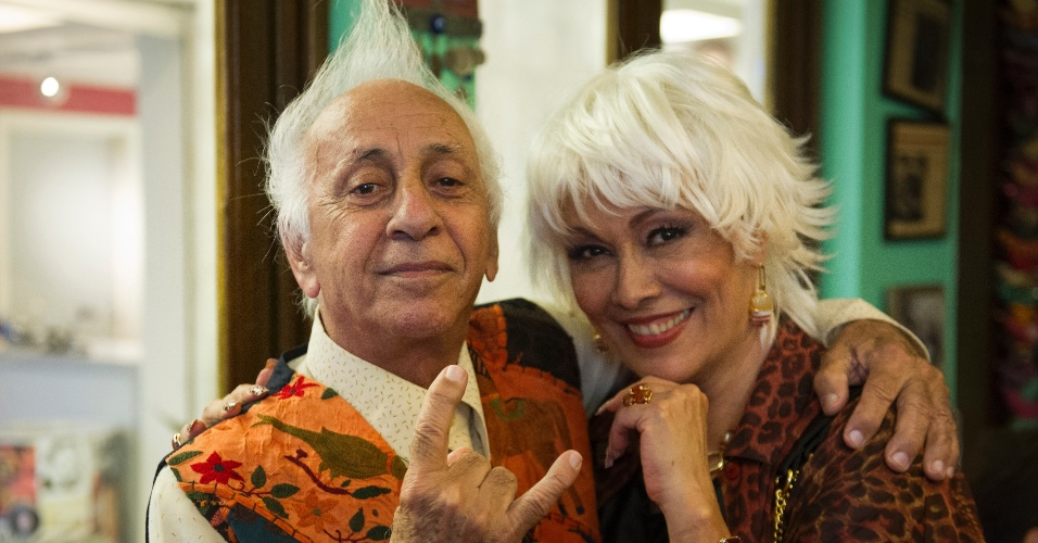 """Em """"Tapas & Beijos"""", o simpático Seu Chalita (Flavio Migliaccio) com Shirley, vivida por Analu Prestes"""