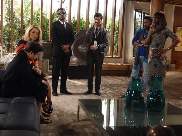Jonas perde a hora no motel com Verônica e usa a doença para não deixar a mulher desconfiada