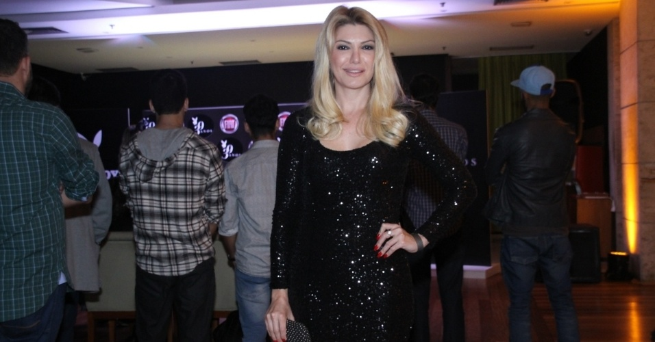 14.ago.2014 - Antônia Fontenella prestigia lançamento de