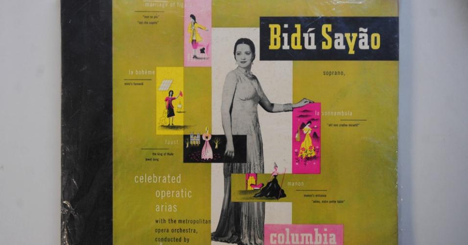 15.ago.2014 - Na coleção de Zero Freitas, uma raríssima edição de luxo em 78 rotações da cantora lírica brasileira Bidu Sayão