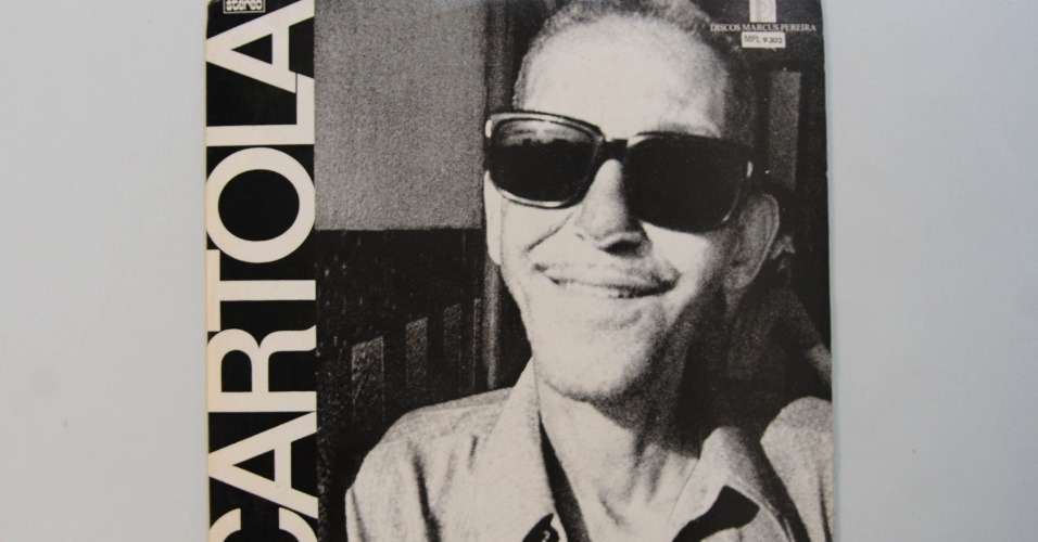15.ago.2014 - Na coleção de Zero Freitas, o primeiro álbum de Cartola, lançado em 1974, autografado pelo mesmo