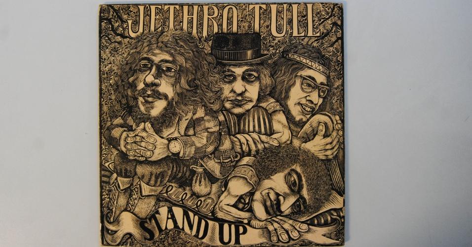 """15.ago.2014 - Na coleção de Zero Freitas, o álbum """"Stand Up"""", do Jethro Tull (1969), em edição original"""