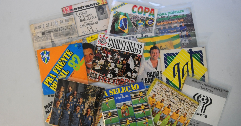 15.ago.2014 - Na coleção de Zero Freitas, um conjunto de diversos compactos de futebol