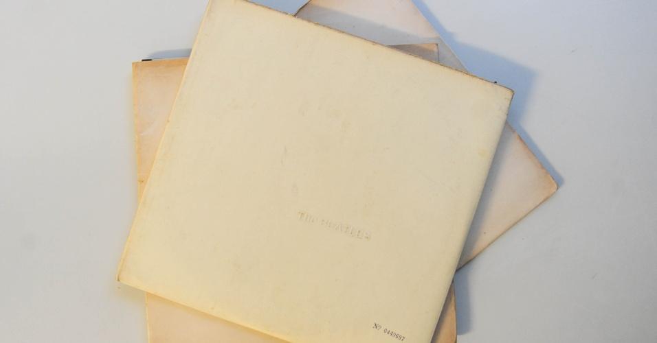 15.ago.2014 - Na coleção de Zero Freitas, cópias originais do clássico Álbum Branco, dos Beatles, uma delas em prensagem nacional e outra norte-americana