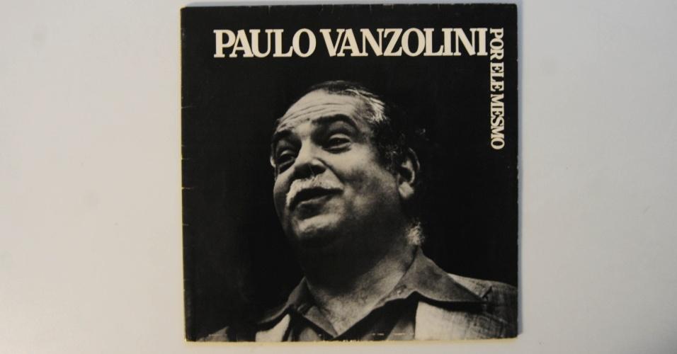 """15.ago.2014 - Na coleção de Zero Freitas, álbum de Paulo Vanzolini, """"Por Ele Mesmo"""" (1981), autografado pelo próprio"""