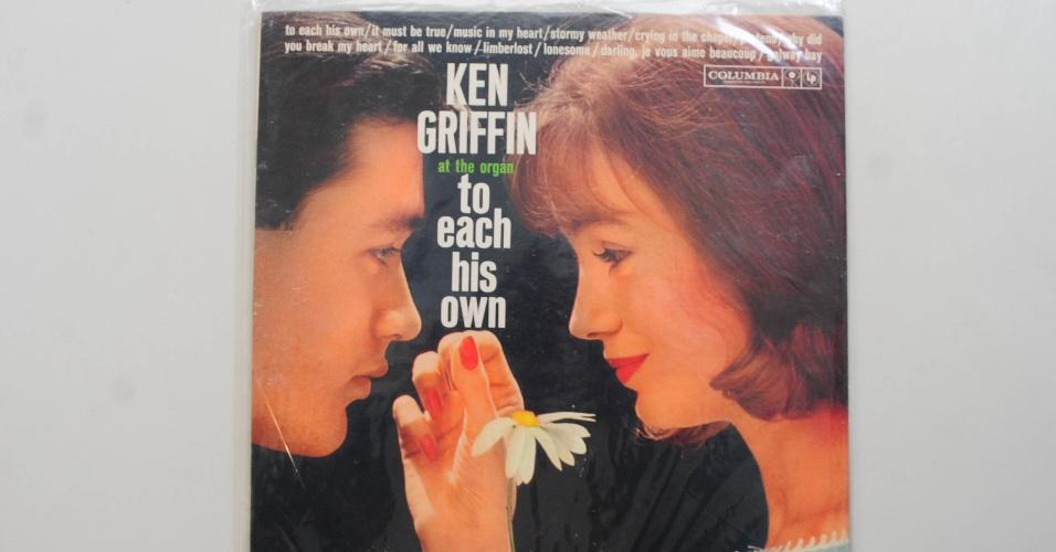 "15.ago.2014 - Na coleção de Zero Freitas, o álbum de Ken Griffin, ""To Each His Own"", que traz a mesma arte de capa do álbum ""Louco por Você"", de Roberto Carlos"