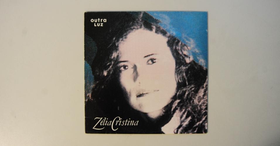 """15.ago.2014 - Na coleção de Zero Freitas, o álbum """"Outra Luz"""" (1990), de quando Zélia Duncan ainda assinava profissionalmente como Zélia Cristina"""