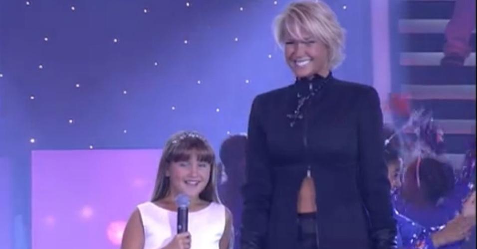 """15.ago.2014 - """"Vídeo Show"""" relembra Sasha cantando para Xuxa durante o """"Criança Esperança"""", nove anos atrás. Segundo a apresentadora, a filha """"era tímida e não gostava de aparecer"""""""