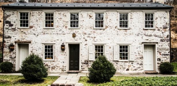 O restauro da casa de 1810, em Stockton, Nova Jersey (EUA), começou pela fachada - Randy Harris/ The New York Times
